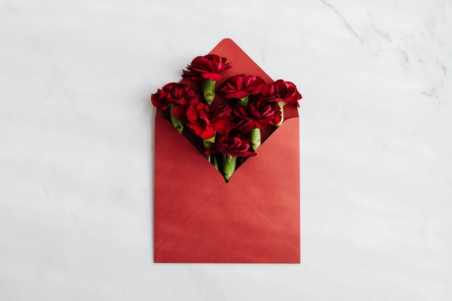 Red_Rose_Flowers_in_a_Red_Envelope